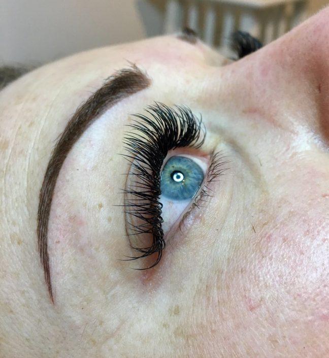 Permanent Make-up Augenbrauen direkt nach der Behandlung